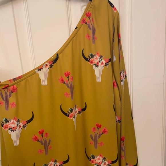 Vici's women's yellow dress